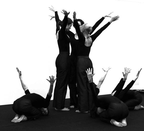 "Uta Runne mit dem Tanzensemble ""Exodus"""
